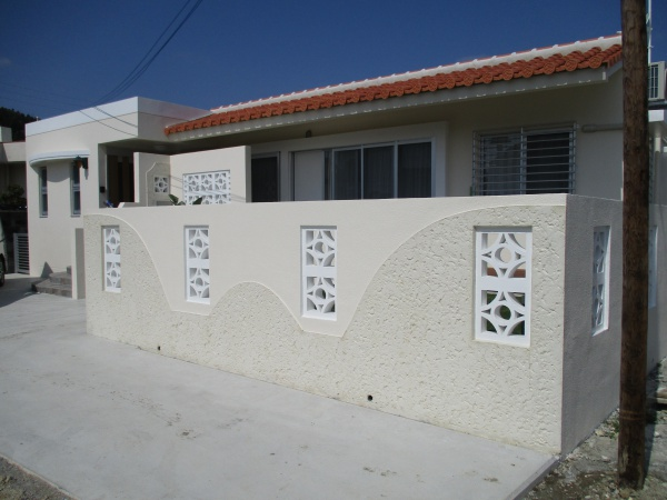 沖縄県西原町、玉那覇邸(左官、外壁ペンキ塗り)
