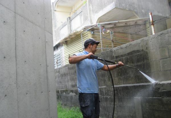外壁高圧洗浄のお知らせです。沖縄県、地域をきれいに!!!