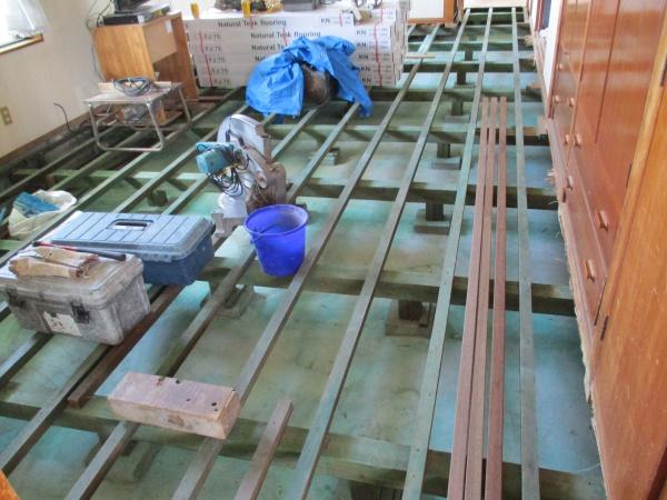 フローリング床張り替え工事 in 沖縄県西原町