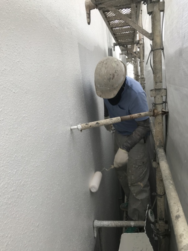小嶺様邸、外壁塗装工事の状況です。(沖縄県南部)