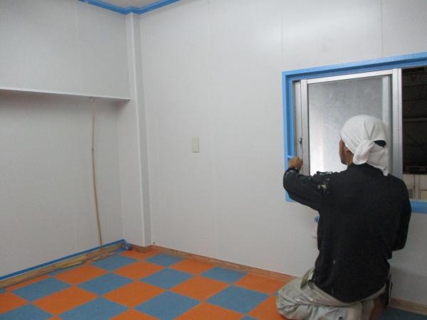 店舗改装の塗装工事です。(沖縄県南部)