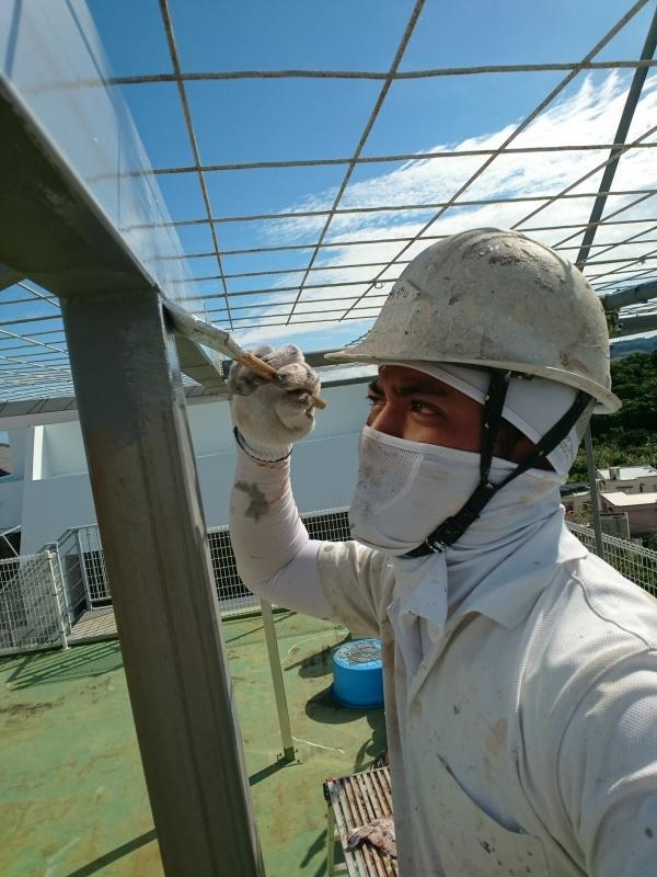 屋上遮熱防水工事・鉄骨サビ止め塗装工事の始まりです。(沖縄県西原町)