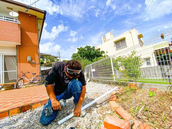 劣化したフェンスの取り替え工事(西原町にて)