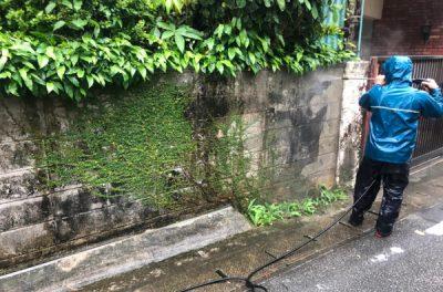 外壁塗り替え前の洗浄作業 (那覇市首里にて)(^^)♬