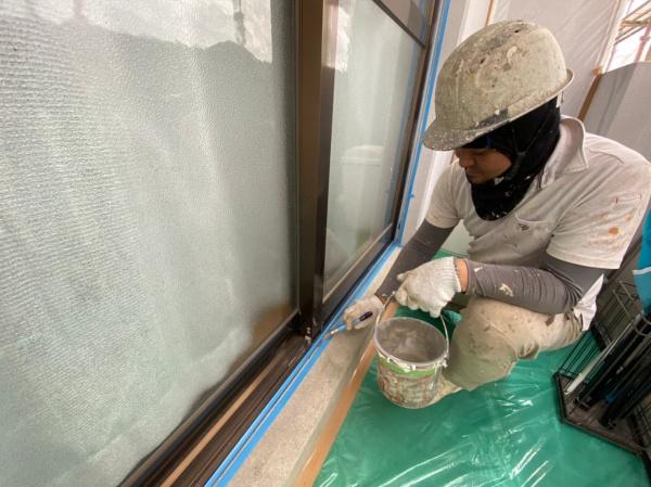 シーリング作業(西原町、アパート塗り替え現場)