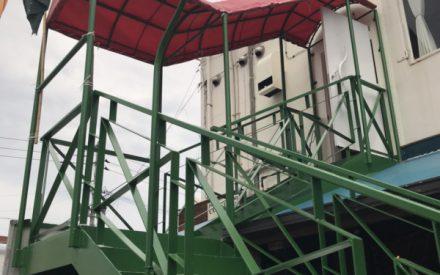 鉄骨階段の補修、塗装工事(沖縄県中部)