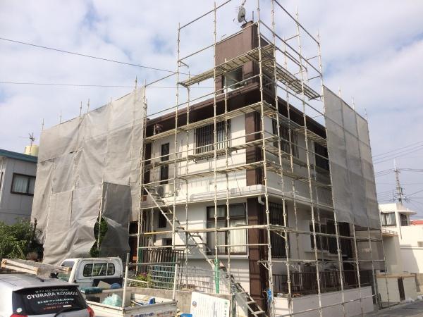 沖縄県那覇市の外壁塗装、補修、遮熱防水工事の進捗状況です(*^_^*)