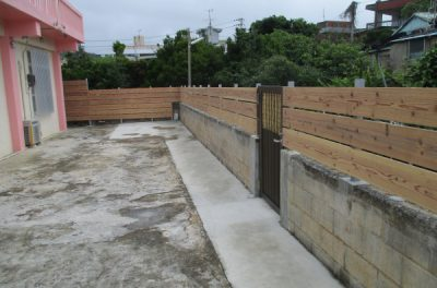 沖縄県南城市、具志堅邸 木フェンス、外構工事