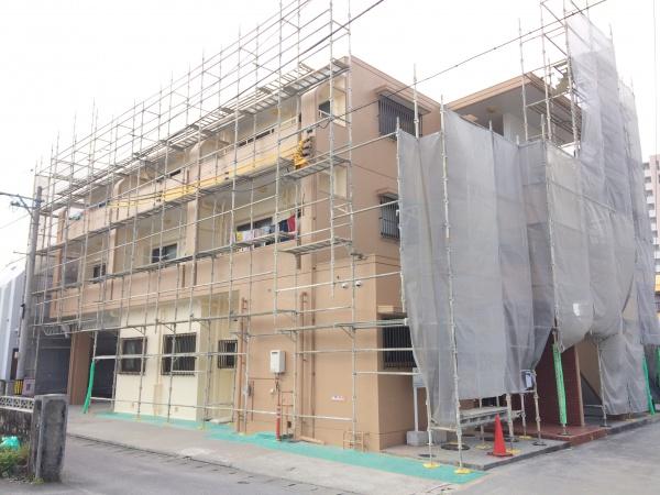 アパートの外壁補修、外壁塗装工事中です(沖縄県西原町)