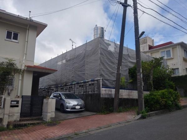 打ちっ放し外壁改修塗装工事~足場組立~(西原町にて)